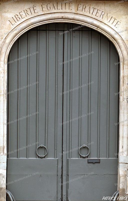ancienne porte administration - Photo Patrice Faro