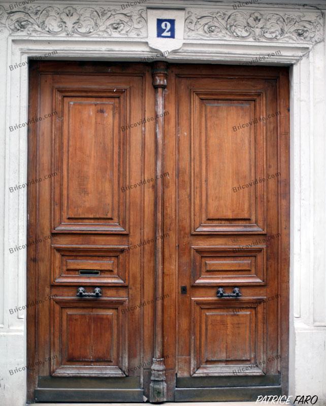 ancienne porte bois immeuble - Photo Patrice Faro