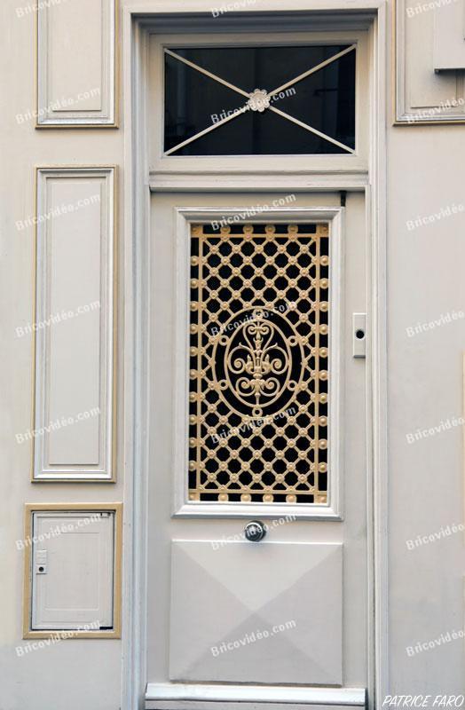 ancienne porte bois peinte - Photo Patrice Faro