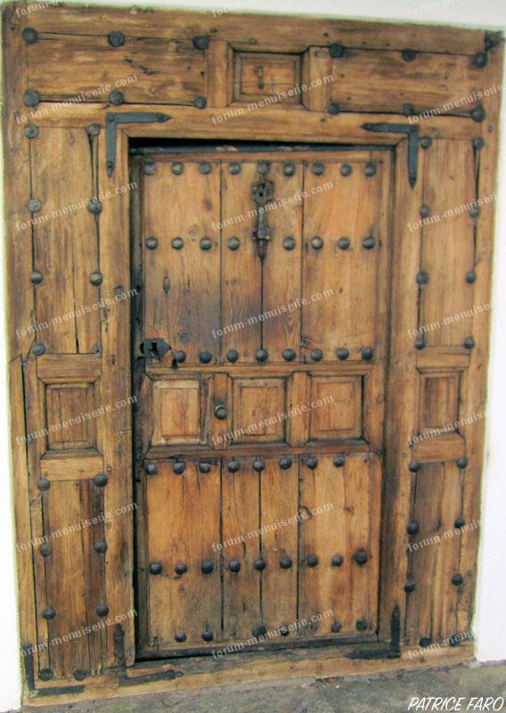ancienne porte en bois campagnarde