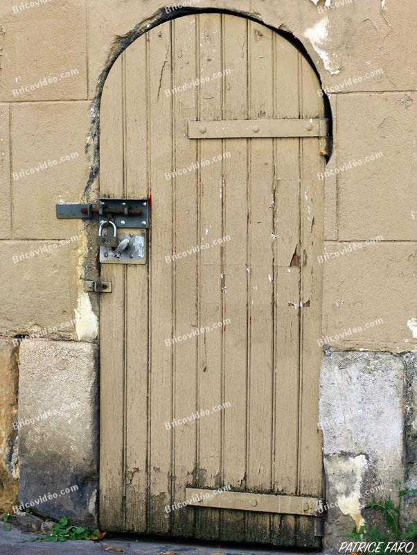 ancienne porte en planche - Photo Patrice Faro