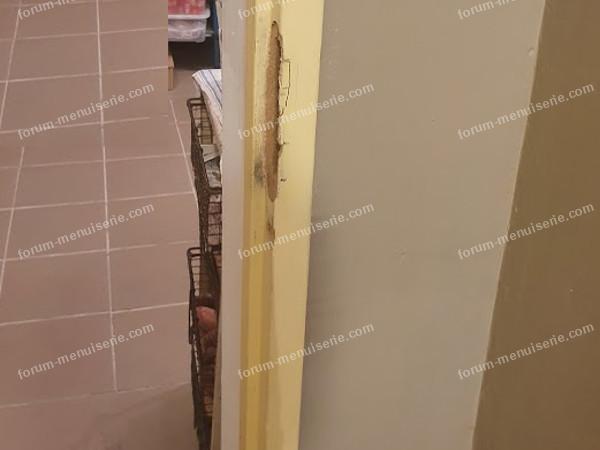 logement plaque en fer sur bati vue de cote