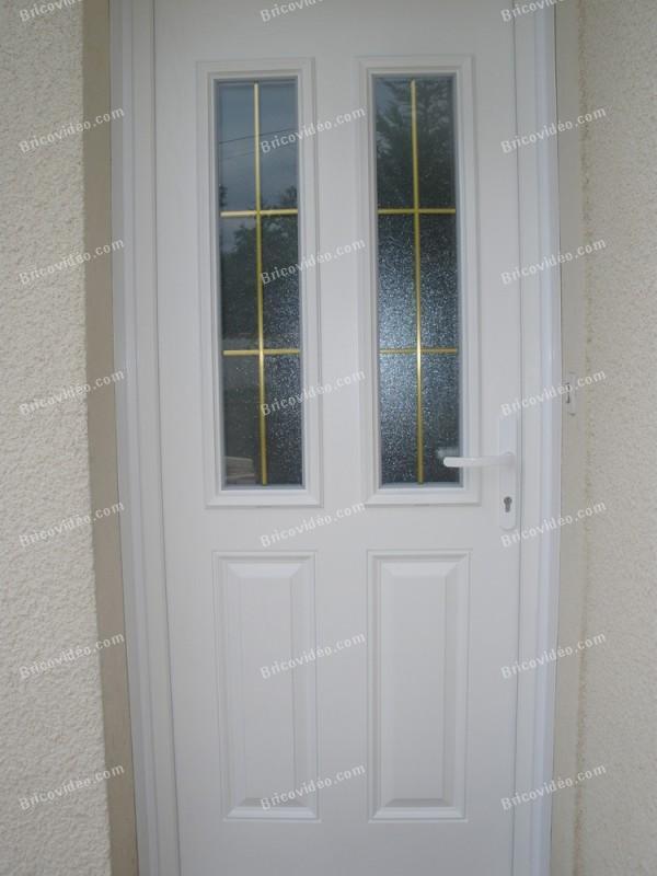 Fiches conseils menuiserie r paration choc sur porte composite for Reparation porte d entree