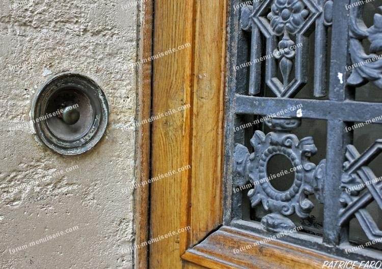 porte ancienne bouton de sonnette