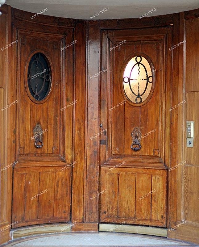 tr s vieux escalier en bois probl me les marches sortent des rainures pratiqu es dans le limon. Black Bedroom Furniture Sets. Home Design Ideas
