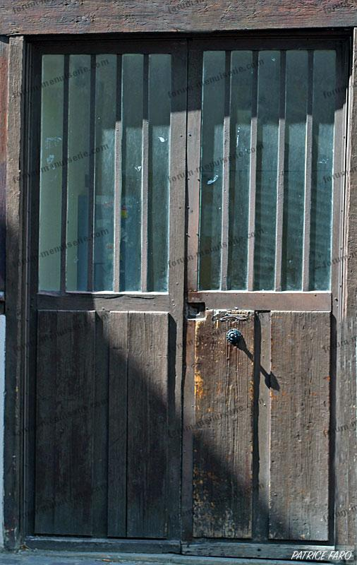 porte bois ancienne - Photo Patrice Faro