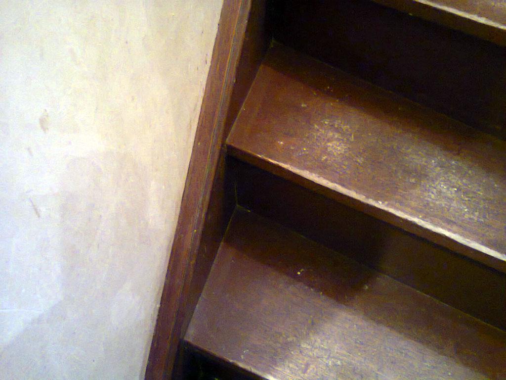 recouvrir un escalier en bois abim id e inspirante pour la conception de la maison. Black Bedroom Furniture Sets. Home Design Ideas
