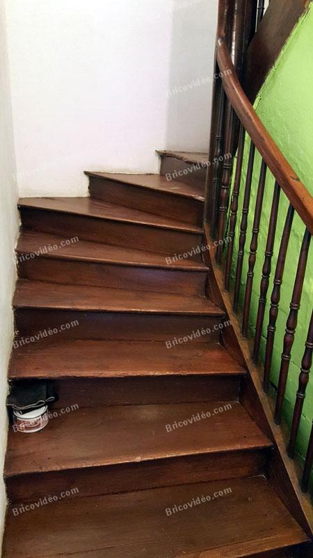 refaire des pieds de nez de marche d 39 escalier ancien en bois. Black Bedroom Furniture Sets. Home Design Ideas