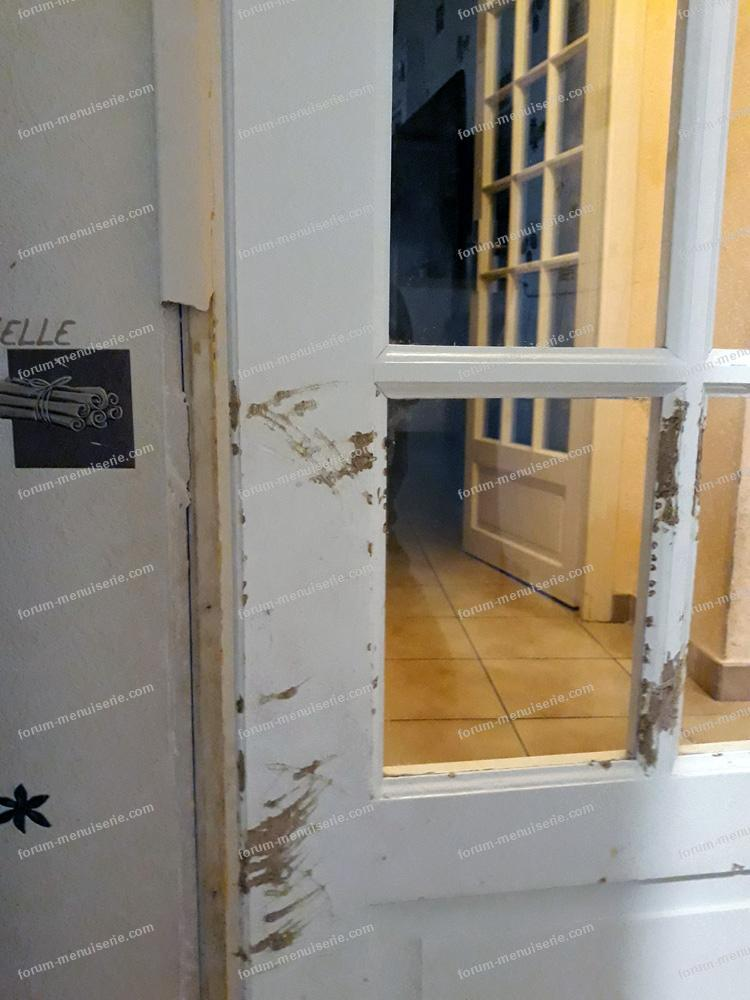réparer porte abimée par un chien