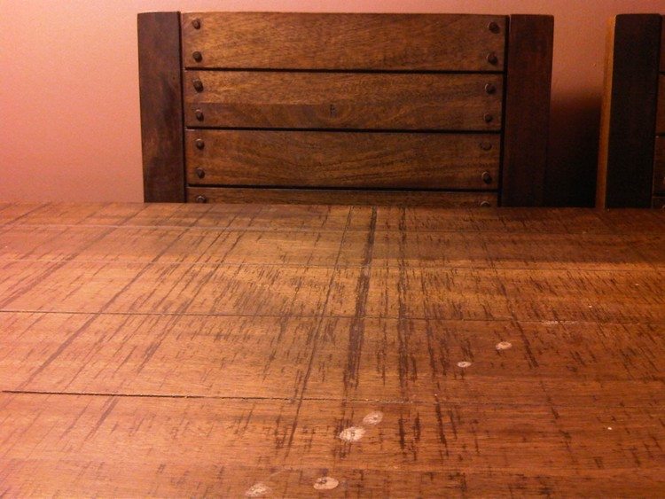 Astuces de bricolage menuiserie probl me table bois de for Tache blanche sur bois fonce